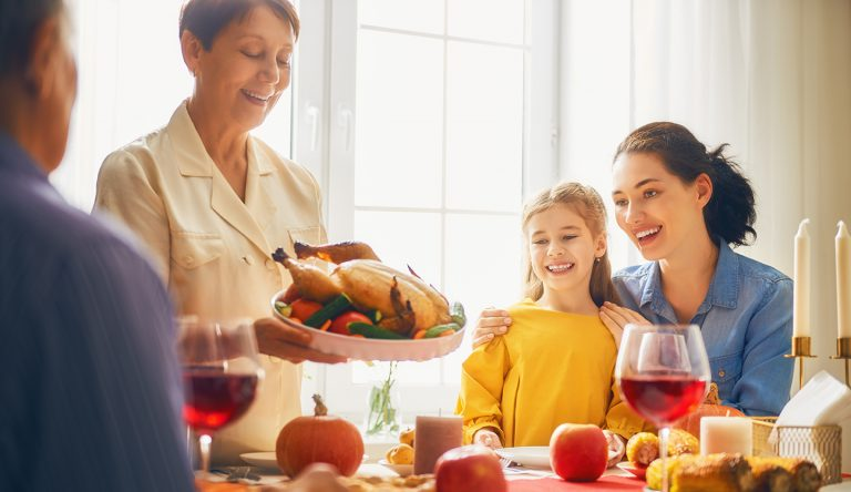 TOP TIPS FOR HOSTING A THANKSGIVING DINNER FOR LESS
