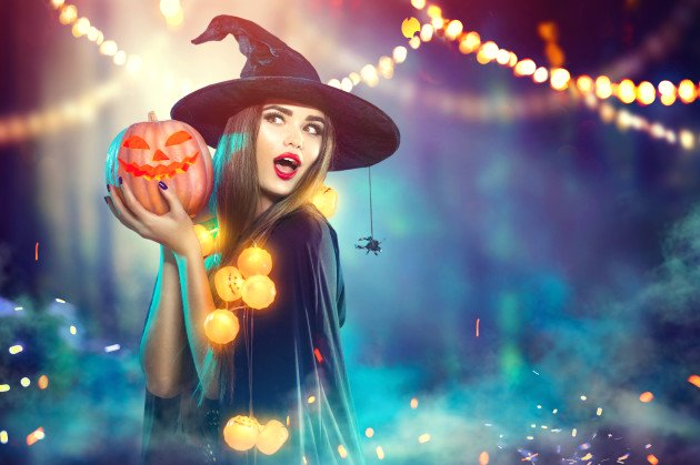 HOST AN EPIC HAUNTED HALLOWEEN PARTY – FOR LESS
