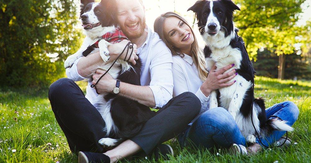 beautiful-couple-cuddling-and-walking-dogs-8GMZNW7