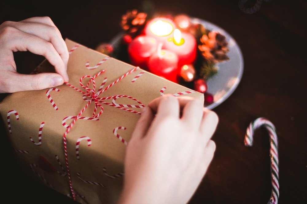 How to Create a Budget and Save Money on Holiday Gifts
