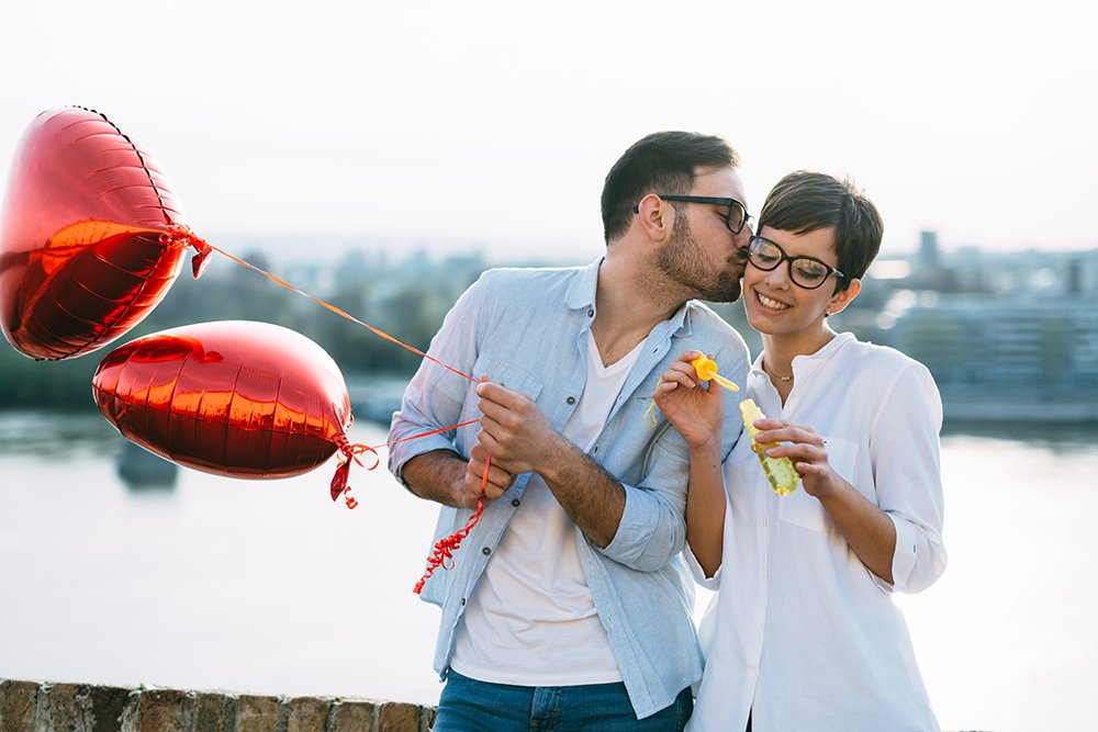 CREATIVE + ROMANTIC VALENTINE'S DAY IDEAS THAT WON'T BREAK THE BANK