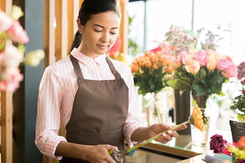 job-of-florist-HYWG2MR